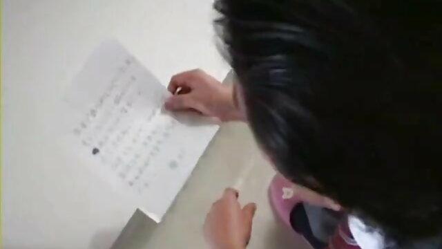 पहला डिक मरोड़ते सबक के सनी लियोन का बीएफ एचडी मूवी लिए रखती है
