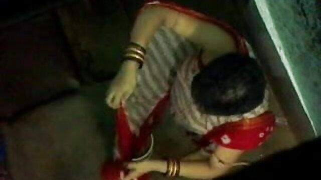 मिठाई गृहिणी कपड़े धोने से एक ब्रेक सनी लियोन बीएफ मूवी लेता है