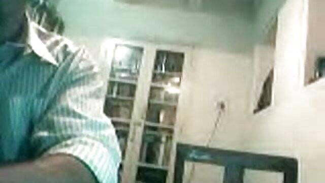 सुंदर एमी उसके बीएफ सेक्सी वीडियो मूवी हाथों का उपयोग करता है