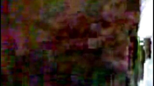 रोमांटिक बीएफ मूवी सेक्सी में मूड में युगल