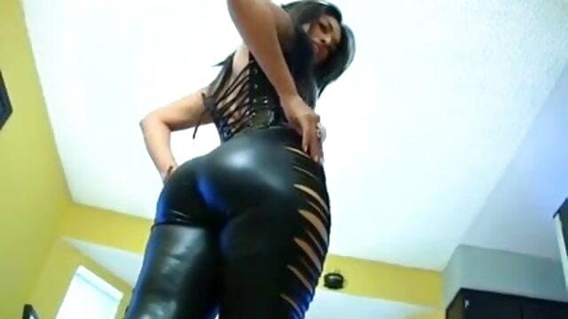 लैटिन बिल्ली के साथ बीएफ सेक्सी मूवी वीडियो में खुश में कंडोम