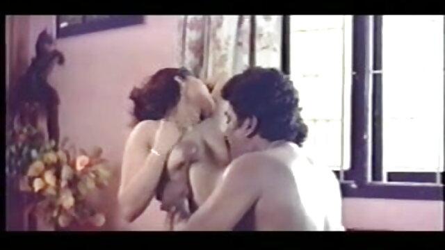 एकल सवारी और स्त्री उपर इंडियन बीएफ सेक्सी मूवी साथ डिल्डो