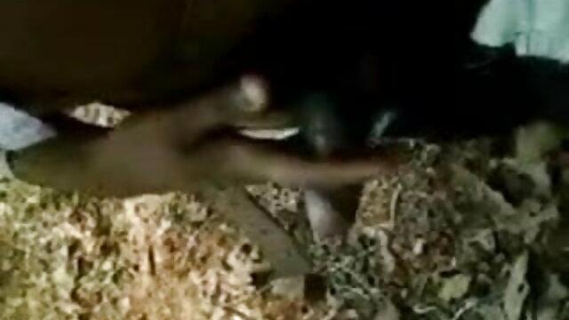 तेल से सना हुआ मालिश के साथ छोटे छाती एरियल स्काई बीएफ सेक्सी मूवी वीडियो में
